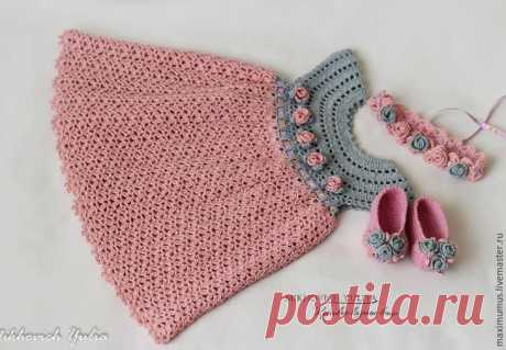 "We knit a hook a dress for the girl of ""Rosa\"""
