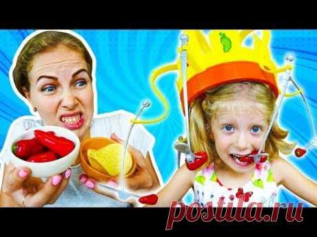 Странная Идея у ПАПЫ! ПОЙМАЙ Еду ЕСЛИ СМОЖЕШЬ! Папа Придумал веселый ЧЕЛЛЕНДЖ Для Миланы и Мамы