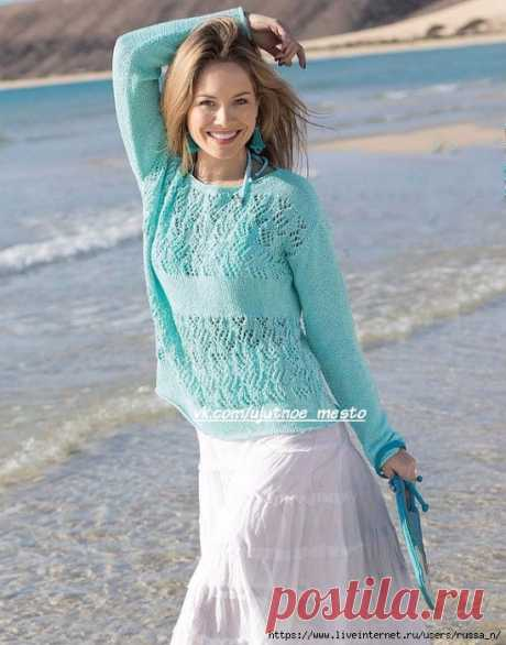 Пуловер мятного цвета.