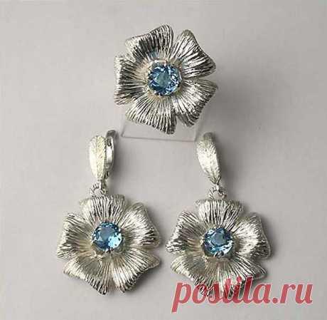 Комплект Цветы серебро, голубой топаз.