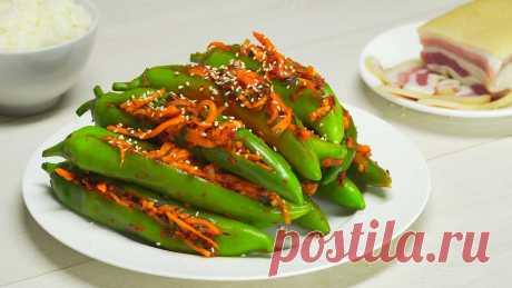 Зеленый острый перец кимчи. Рецепт от Всегда Вкусно! Корейская кухня не перестаёт удивлять, на очереди популярные гочу собаги - 고추 소박이 это жгучие зеленые перцы кимчи, хрустящие и пряные с ароматом трав, чеснока и рыбного соуса. Кстати, если у вас нет рыбного соуса или вы предпочитаете веганскую еду, замените рыбный соус соевым. А если вы хотите убавить остроту этого жаркого блюда, аккуратно удалите семечки из перцев. Подавайте гочу собаги с рисом или тушеным мясом. Гочу со...