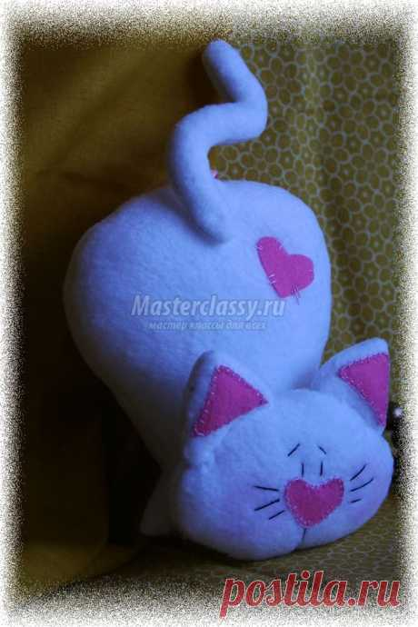 Cheerful cat from fleece. A master class with step-by-step photos