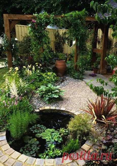 Чтобы сделать уютный сад на маленьком дачном участке потребуется грамотная планировка и серьезный подход к дизайну посадок на нем.