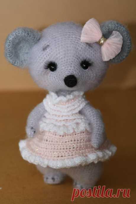 Мышка толстушка. Вязаная мышка. Вязаная игрушка крючком. Амигуруми. Амигуруми мышка. Новогодняя игрушка. Новый год 2020. Вязаная жизнь. #Мышкатолстушка #Вязанаямышка #Вязанаяигрушкакрючком #Амигуруми #Амигурумимышка #Новогодняяигрушка #Новыйгод2020 #Вязанаяжизнь #мышь #мышонок #мышка #вязаныймышонок #вязаныймышоноккрючком  #амигурумимышонок #амигурумиигрушка #амигурумикрючком #вязаниекрючком #вязание #мастерклассповязаниюкрючком  #игрушкасвоимируками #вашиработы #вашихвастики