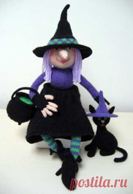 Вязаная спицами Ведьма с кошкой схема