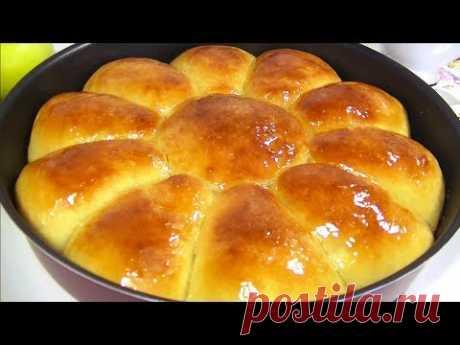 Этот Яблочный Пирог Просто Тает во Рту!Продукты: Мука - 300 гр. Дрожжи сухие - 1 ч. ложка Сахар - 1,5 ст. ложки Ванильный сахар – 1 ч. ложка Соль - 2/3 ч. ложки Кефир тёплый - 150 мл. Яйцо - 1 шт. Масло сливочное - 50 гр.  Для начинки: Яблоки сладкие  - 2 шт. Сахар – 40-50 гр. Корица (по желанию) – 1/4 ч. ложки  В видеорецепте я использовала форму d 26 см. Выпекать при t 180гр. 20 минут. Пирог можно смазать мёдом или сахарным сиропом.