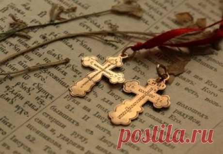 С чем нельзя носить крестик Существует множество мнений о том, что можно, а что нельзя носить вместе с православным нательным крестом.Давайте разберемся, какие из них истинны, а какие являются мифами, с точки зрения церкви.Вмес...