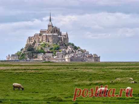 """Lock Mont Saint-Michel, France. The author of a photo is Sergey Chernyshov, the participant of our photo contest \""""Travel to the past with Туту.ру\"""": bit.ly\/ngpast"""