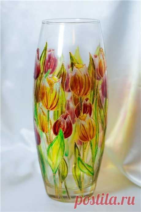 La pintura del florero de cristal vitrazhnymi por los tintes