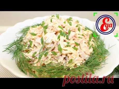 Салат с копченой курицей, морковью по-корейски и яичными блинчиками