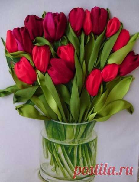 Букет тюльпанов, вышитый атласными лентами