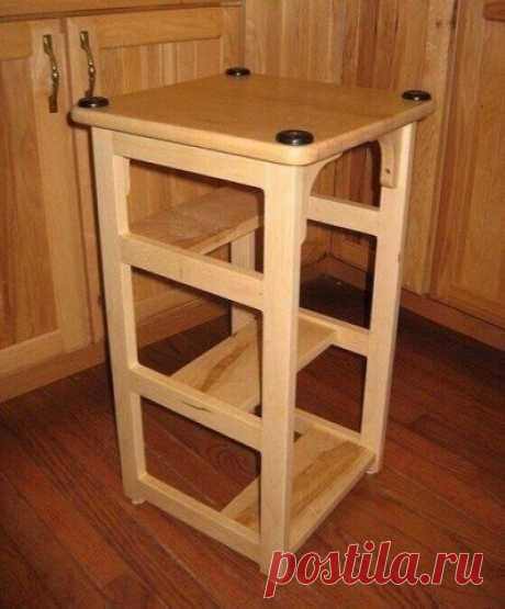 Functional combination of a stool and short flight of stairs