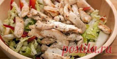 Салат с куриной грудкой и сыром 🥝 простые рецепты из филе вареной курицы, как приготовить самый быстрый салатик, фото Куриное филе – полезное, диетическое белое мясо. Оно еще имеет великолепные вкусовые качества. Сегодня готовим простой салат с куриной грудкой. Рецепт здесь