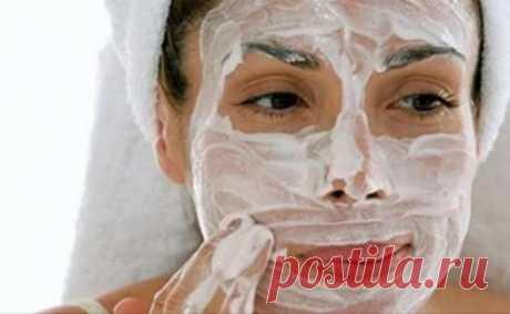 Аспирин разжижает не только кровь, но и старость на лице Аспирин чрезвычайно полезен в качестве средства по уходу за кожей лица. Его положительные свойства: прекрасно справляется с акне, снижает уровень пигментации и удаляет ороговевшие частицы наряду с
