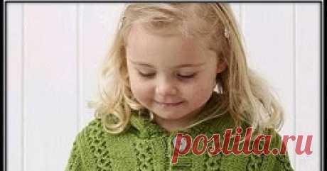 Жакет с капюшоном для девочки Вязание спицами теплого жакета с капюшоном для девочки с описанием вязания и схемой узора