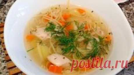 """Продолжаем пополнять раздел """"рецепты супов"""". И сегодня вы увидите как приготовить суп с домашней лапшой и курицей. Примечателен этот рецепт супа еще тем, что он одинаково хорошо подойдет как для детей, так и для взрослых. Все необходимые ингредиенты и способ приготовления вы узнаете из короткого 2 минутного видео. Посмотрите его и не забудьте порадовать своих близких этим прекрасным и вкусным блюдом."""