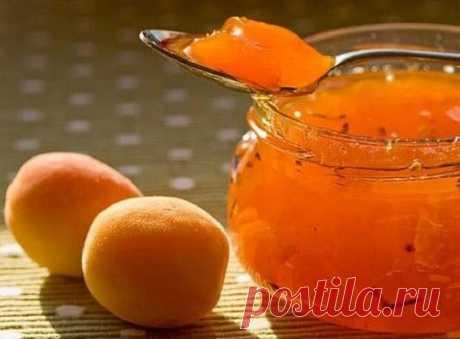 Абрикосовый мед или варенье из абрикосов по-новому   Такое абрикосовое варенье имеет приятный, чуть кисловатый вкус с нотами меда и миндаля.  Для приготовления понадобится:  • Абрикосы (спелые и мягкие, можно переспевшие) - 0,5 кг.; • Абрикосы (плотные, не переспевшие) - 1,5 кг.; • Сахар - 2 стакана; • Мед светлый - 2 ст.л.; • Лимон - 1 шт.; • Ликер миндальный или миндальная эссенция - 2 ст.л.   Приготовление:   1. 500 гр мягких абрикосов без косточек и 2 стакана сахарного...