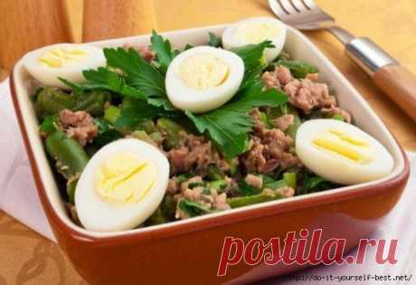 Салат с тунцом и стручковой фасолью..
