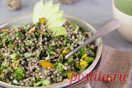 Салат из гречки с овощами