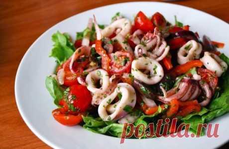 ТОП-3 рецепта салатов с кальмарами.