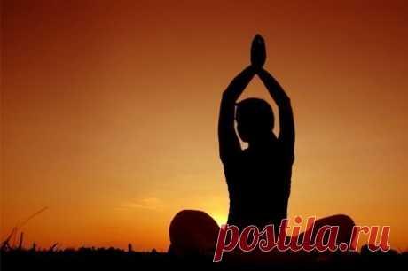 Вечерняя зарядка: 3 несложных упражнения для позвоночника