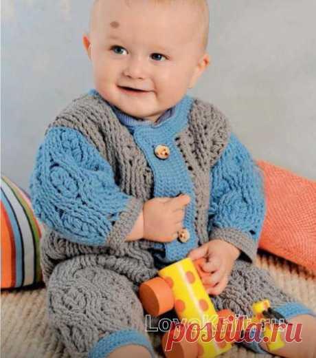 Двухцветный комбинезон и пинетки для малыша схема » Люблю Вязать