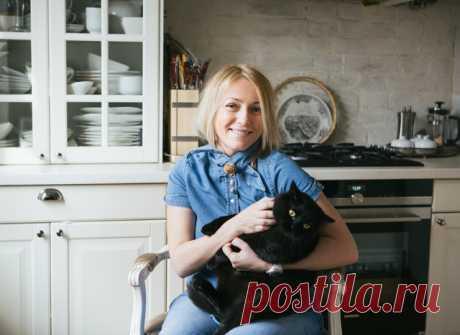 Привет! У всех Черная пятница, а у нас черный кот Марк, который, как и вы, всю неделю ждал выходных! Квартира, где живет этот котик, находится в бывшем доходном доме, построенном в 1904 году. Чтобы увидеть где живет котик, переходите по ссылке! #Petzz