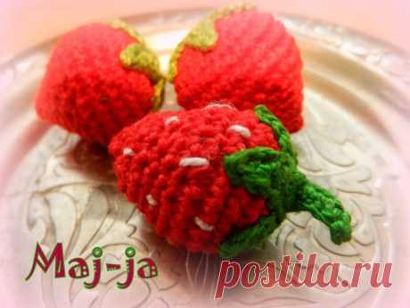 Вязаные ягоды: вязаная клубника