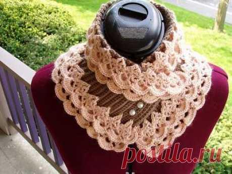 La bufanda-cuello chiné para la mujer: el esquema de la labor de punto por los rayos, el gancho.