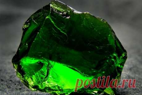 Камень хромдиопсид: магические свойства, значение, кому подходит якутский изумруд по знаку зодиака, названия, украшения, как выглядит на фото, месторождения, цена