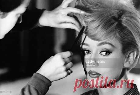 Balke, Ina - фотомодель, Germany- во время макияжа - 1960 -... Новости Фото   Getty Images