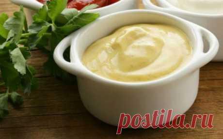 Густой сметанно-горчичный соус с базиликом