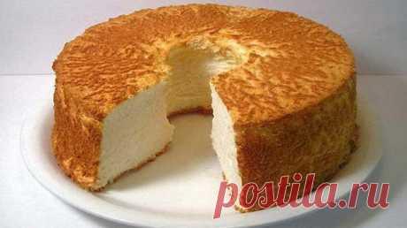 Воздушный бисквит на сметане Невероятно вкусный, воздушный бисквит на сметане будет предметом Вашей гордости и Вашим фирменным десертом! Его рецепт будут выпрашивать все гости.