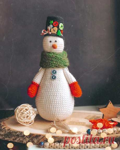 PDF Снеговик крючком. FREE crochet pattern; Аmigurumi doll patterns. Амигуруми схемы и описания на русском. Вязаные игрушки и поделки своими руками #amimore - снеговик, Новый год, снеговичок.