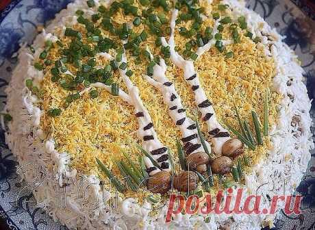 """Салат Березовая Роща. Рецепт под фото, ставь """" класс"""", чтобы сохранить рецепт у себя на странице.  -грибы шампиньоны — 200 г -лук репчатый — 1 шт -куриное филе — 300-400 г -яйца — 3 шт -огурцы свежие — 2 шт -чернослив — 100 г -майонез -зелень. Приготовление салата с куриным филе и грибами Березовая Роща: Куриное филе отварить до готовности в подсоленной воде. Яйца сварить  вкрутую. Чернослив замочить теплой водой и оставить на 10-15 минут.  Затем слить воду и обсушить черн..."""