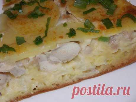 El pastel de aspic con la gallina y las patatas esto es sabroso - con ternura, es jugoso, es perfumado