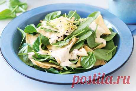 Spinach salad with saffron & yoghurt dressing