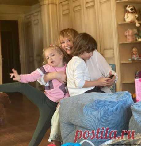 Дети Аллы Пугачевой своим поздравлением и подарками довели ее до слез | Краше Всех