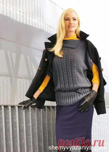Серый пуловер с короткими рукавами.
