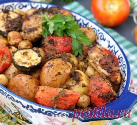 Куриные бёдра с кабачками и картошкой в духовке