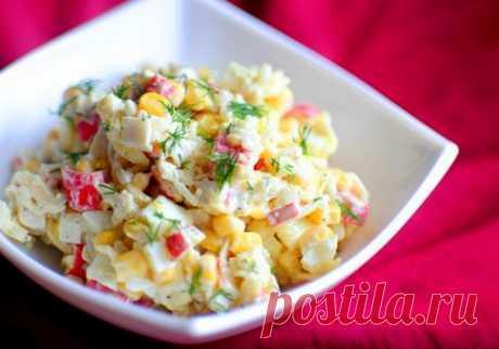 Cалат con el maíz y los huevos \/ las recetas Simples