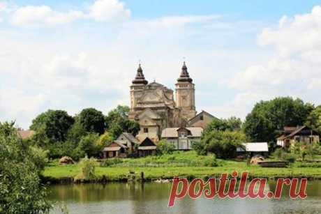 Varyazh. Church of St. Mark  Varyazh - take a misterychka, and at once a village in the Sokalsky district of the Lviv region-Варяж. Костел Святого Марка