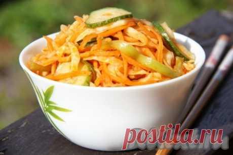 Салат из капусты и огурцов по-корейски - 12 пошаговых фото в рецепте Хочу поделиться очередным простым рецептом корейского салата из свежих овощей. Салатик в пикантной заправке получается очень вкусным и в меру острым. Хранить такой салат из капусты и огурцов по-корейски нужно в холодильнике, он прекрасно сохраняется в течение недели. Я часто делаю это блюдо и не ...