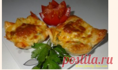 The snack from puff pastry about the chicken\/website with step-by-step recipes with a photo for those who likes to cook