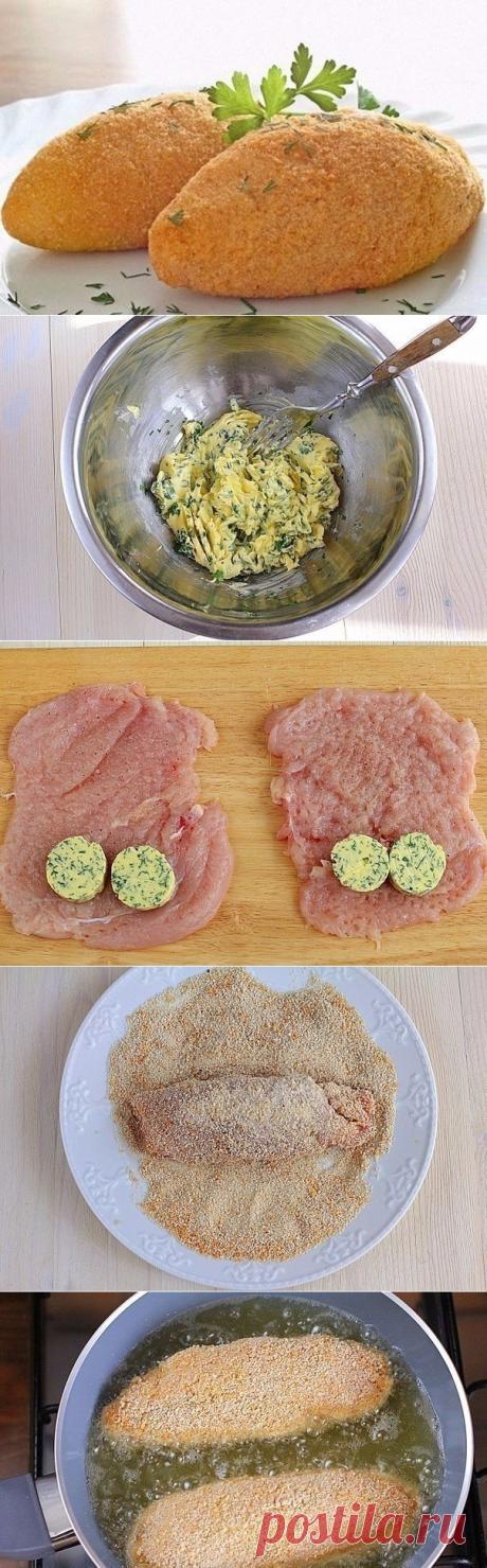 Простой рецепт котлеты по-киевски  = 4 шт. филе куриное — 2 шт. яйца куриные — 100 г масло сливочное — 400 г масло подсолнечное — сухари панировочные — пучок зелень — по вкусу соль — по вкусу перец черный