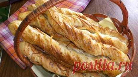 Хлебные палочки с сыром. Отличный вариант закуски для пикника или поездки. Хлебные палочки с сыром понравятся всем любителям перекусить чем-то вкусным и сытным.