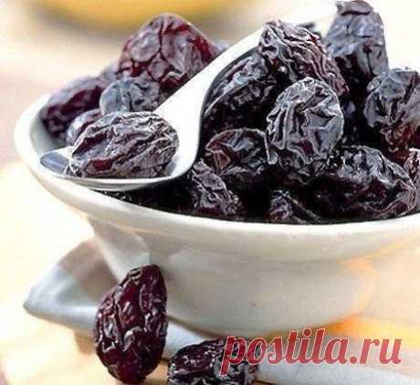 10 причин полюбить чернослив Высушенные плоды сливы содержат гораздо больше полезных веществ, чем свежие. Чернослив относится к категории самых полезных сухофруктов.  Чем же он полезен?