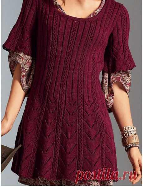 Расклешённое платье-туника с красивыми ажурными дорожками