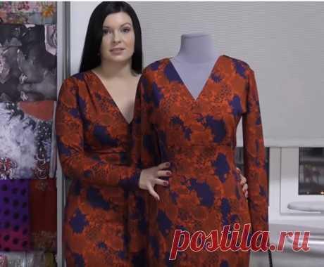 Трикотажное платье с декольте на запах