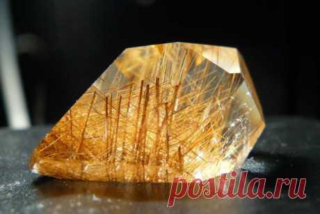 Рутиловый кварц (волосатик): магические свойства, украшения из камня с рутилом, описание, литотерапия и кому подходит по горосопу, цена